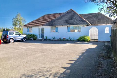 4 bedroom detached bungalow for sale - Parkstone, Poole, BH12 3AJ