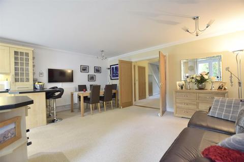 4 bedroom end of terrace house for sale - Woodmeade Close, Charlton Kings, Cheltenham, Glos, GL52