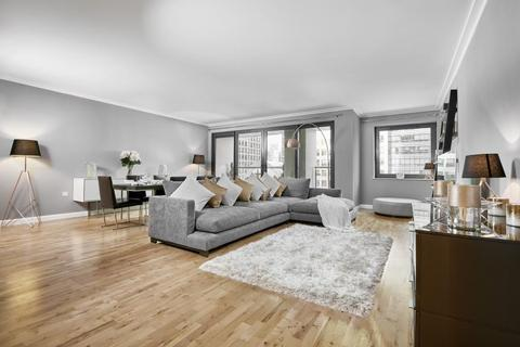 3 bedroom flat to rent - Discovery Dock Apartments, Canary Wharf, E14