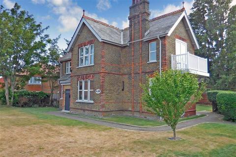 3 bedroom detached house for sale - Golf Road, Deal, Kent