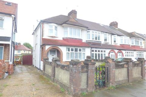 3 bedroom end of terrace house for sale - Wills Crescent, Whitton, TW3