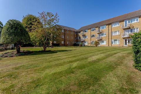 2 bedroom flat for sale - Sumner Court, Sumner Road, Farnham, GU9