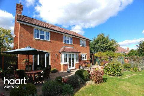 5 bedroom detached house for sale - Hoads Wood Gardens, Ashford