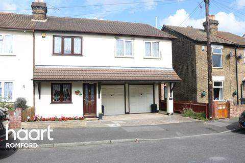 1 bedroom flat for sale - Birbeck Road, Romford, RM7