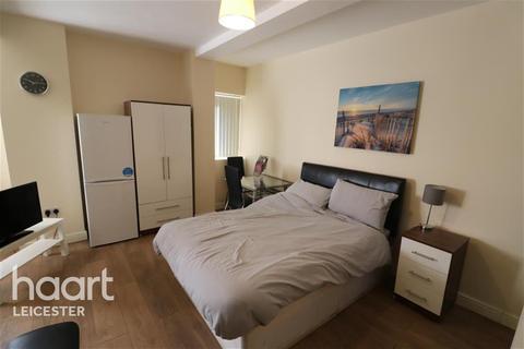Studio to rent - Humberstone Gate