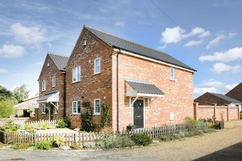 3 bedroom detached house for sale - The Loke, Dereham Road