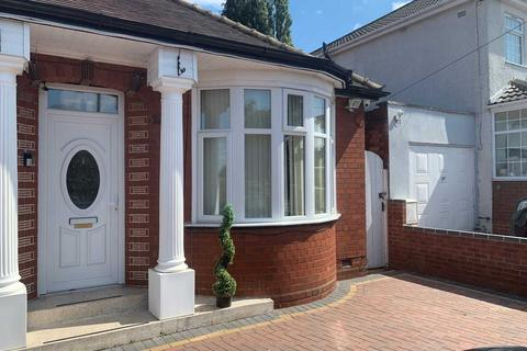 3 bedroom bungalow for sale - Walsall Road, West Bromwich
