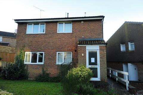 Studio to rent - Highfield Road, Willesborough