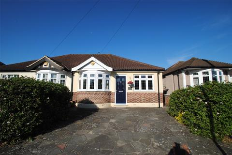 2 bedroom bungalow for sale - Chelmsford Drive, Upminster, RM14