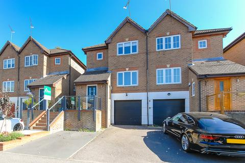 3 bedroom townhouse for sale - Barrington Drive, Harefield