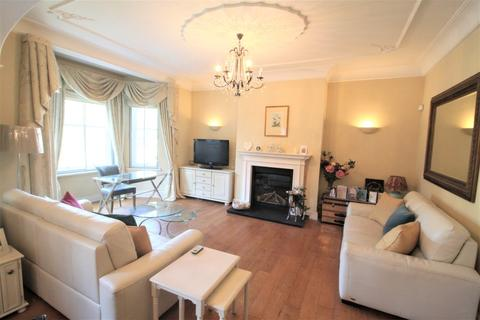 3 bedroom apartment to rent - Kenilworth court