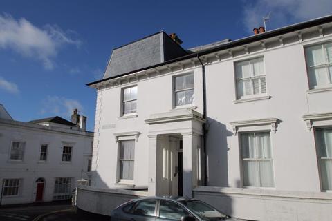 2 bedroom flat to rent - Powis Villas