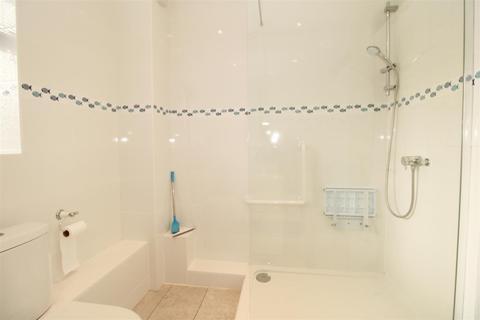 2 bedroom flat for sale - Bentley Road, Hertford