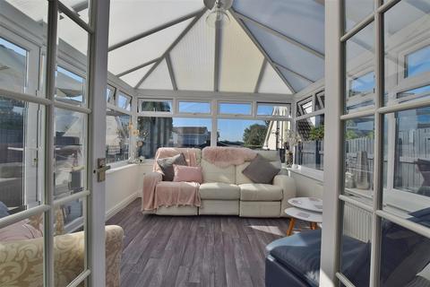 3 bedroom detached house for sale - St. Leonards Avenue, Crundale, Haverfordwest