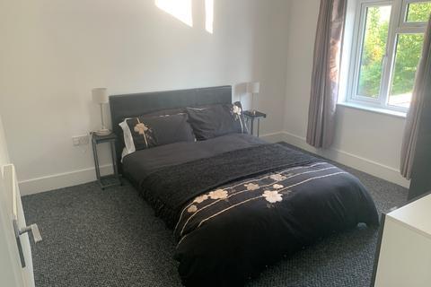 5 bedroom terraced house to rent - Relevon Road , London, London SE4
