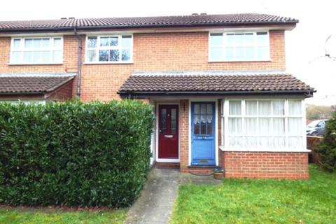 2 bedroom maisonette to rent - Armstrong Way, Woodley