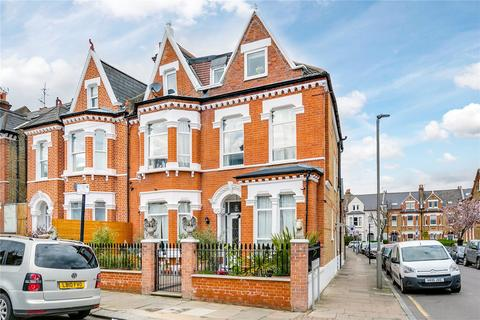 2 bedroom flat to rent - Morella Road, London
