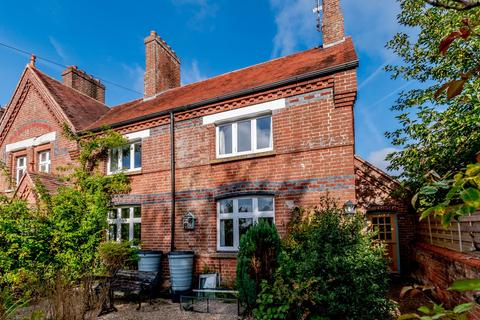 3 bedroom end of terrace house for sale - Holmwood Cottages, Bentley, Farnham, GU10