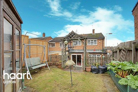 3 bedroom end of terrace house for sale - Hunts Close