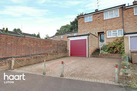 3 bedroom end of terrace house for sale - Hunts Close, Luton
