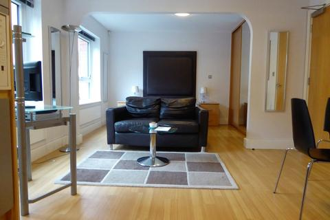 Studio to rent - Town Centre