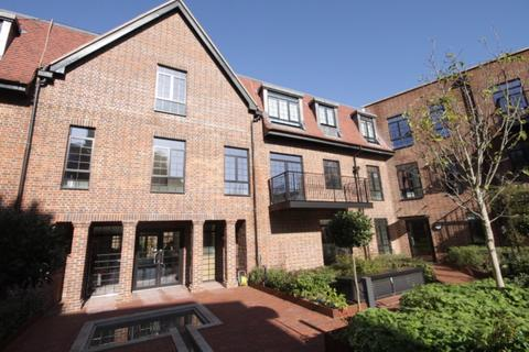 3 bedroom apartment to rent - 81  Chandos Way