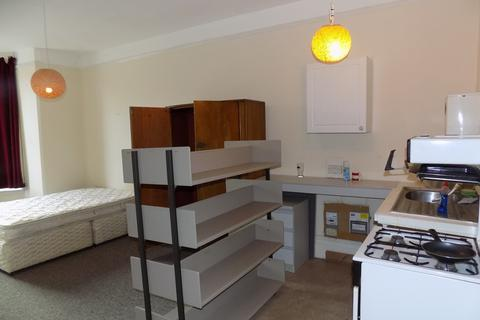 Studio to rent - Nettlecombe Avenue