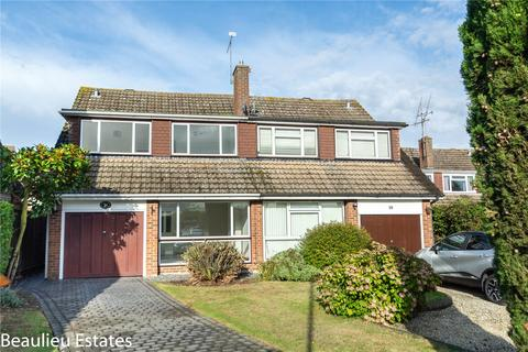 4 bedroom semi-detached house to rent - Pertwee Drive, Chelmsford, Essex, CM2