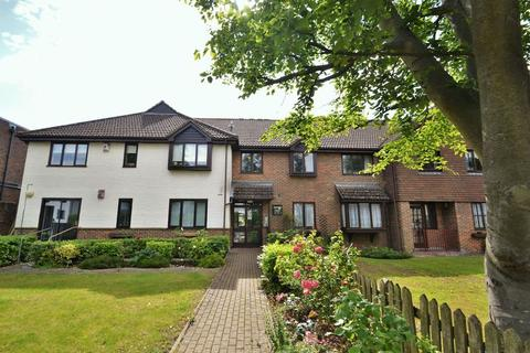 2 bedroom apartment to rent - Soverign Court