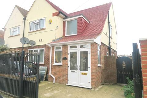3 bedroom semi-detached house for sale - Southville Close, Bedfont