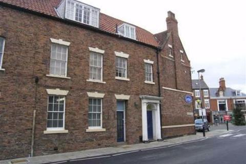 2 bedroom flat to rent - Top Flat, Wednesday Market, HU17
