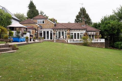 5 bedroom detached bungalow for sale - The Hillside, Chelsfield