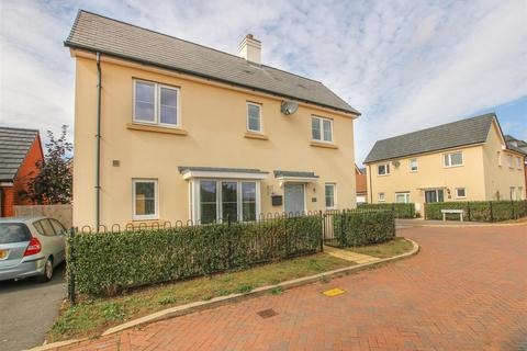 3 bedroom detached house for sale - Sierra Drive, Aylesbury