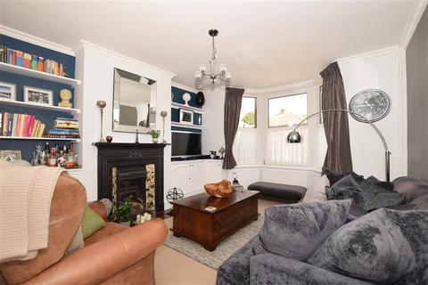 3 bedroom semi-detached house for sale - Tonbridge Road, Hildenborough, Tonbridge, Kent