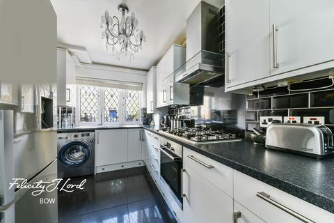 2 bedroom terraced house for sale - Shaw Crescent, London