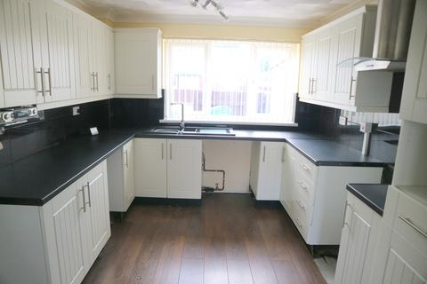 3 bedroom terraced house to rent - Saddleworth Close, Bransholme, Hull, East Riding of Yorkshire, HU7