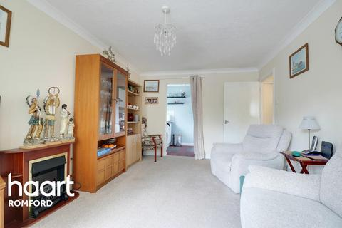 1 bedroom flat for sale - Marwell Close, Romford, RM1