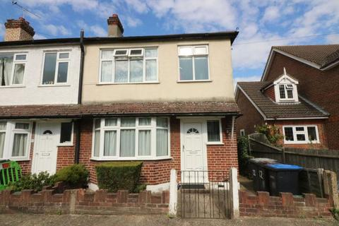 3 bedroom apartment to rent - Park Road, Egham, TW20