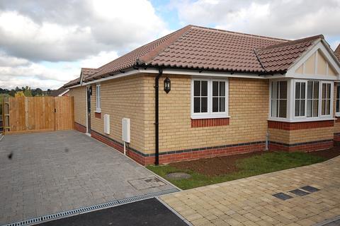 3 bedroom semi-detached bungalow to rent - Crossfields, Halstead CO9