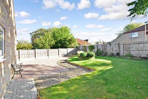 2 bedroom detached bungalow for sale - Kent Avenue, Minster On Sea, Sheerness, Kent