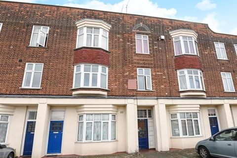 3 bedroom flat for sale - Bromley Road, Catford