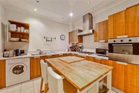 3 bedroom flat to rent - Weymouth Mews, Marylebone, London W1G