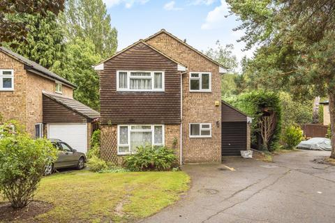 4 bedroom detached house to rent - Knoll Crescent, Northwood