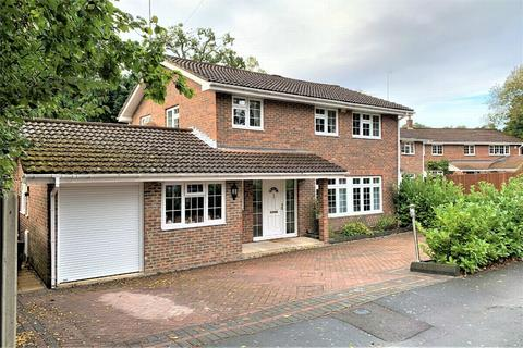4 bedroom detached house for sale - Holly Avenue, Frimley, CAMBERLEY, Surrey