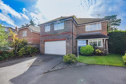 5 bedroom detached house to rent - Camberley, Surrey