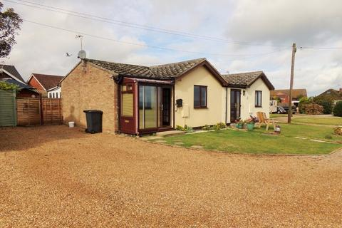 2 bedroom semi-detached bungalow for sale - Beach Close, Overstrand