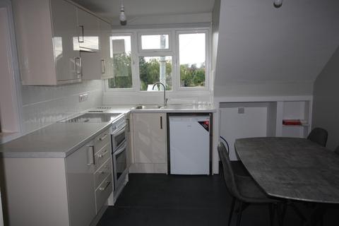 Studio to rent - Victoria Road, Saltney
