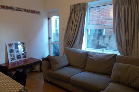 7 bedroom semi-detached house to rent - Tennyson Road, Southampton