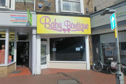 Retail property (high street) to rent - Retail Unit - Spalding