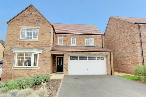 5 bedroom detached house for sale - Larch Close, Beverley, East Yorkshire, HU17